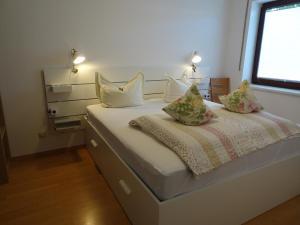 A bed or beds in a room at Hänflingsnest
