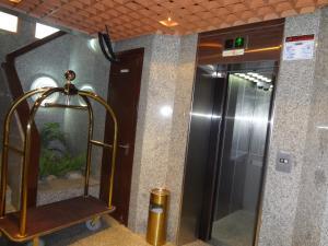A bathroom at Top Hotel Apartments