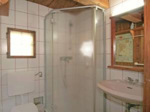 Ein Badezimmer in der Unterkunft Gästehäuser Anni Ehrndorfer