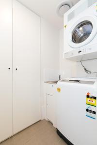 A bathroom at SoFun Apartments on Cordelia Street