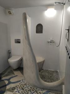 A bathroom at Dreamcatcher of the Mountain Zeus