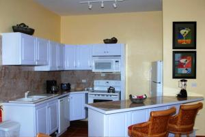 A kitchen or kitchenette at Ocean Terrace Condominiums