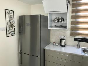 A kitchen or kitchenette at Karia Plus City Apartments
