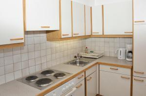 A kitchen or kitchenette at Landhaus Haid