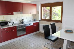 A kitchen or kitchenette at Nahe am See