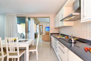 A kitchen or kitchenette at Top Salobre Villas