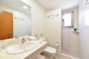 A bathroom at Top Salobre Villas