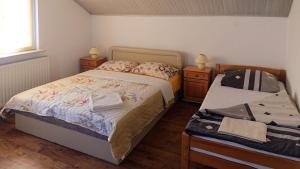 A bed or beds in a room at Plitvice Guesthouse Ella
