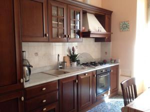 A kitchen or kitchenette at Giardini di Monteverde