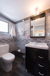 A bathroom at Pension Afroditi