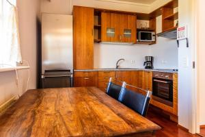 A kitchen or kitchenette at River Apartments