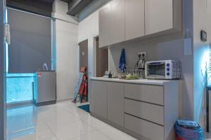 A kitchen or kitchenette at Cozy Home with Spectacular View