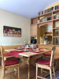 A restaurant or other place to eat at Apartment Wiemer - Haus Silent
