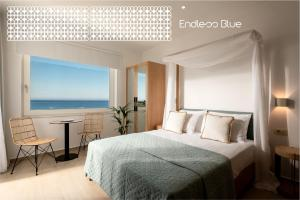 A bed or beds in a room at Endless Blue