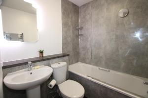 A bathroom at 35a Miller Street Inverness Scotland