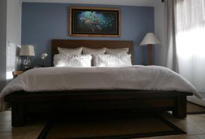 Cama ou camas em um quarto em Honu Hideaway