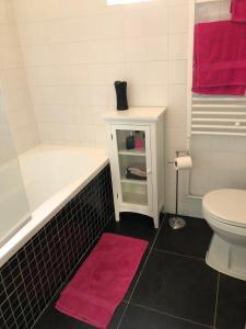 A bathroom at TexelThuis