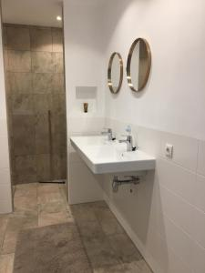 A bathroom at Townhouse in City Centre with terace
