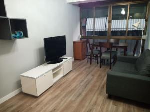 A television and/or entertainment center at Apartamento príncipe