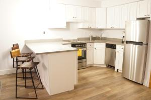 A kitchen or kitchenette at Times Square of ASTORIA Spacious Modern 4bd 2bath 3rd Floor
