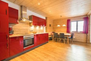 A kitchen or kitchenette at Landhaus Panorama