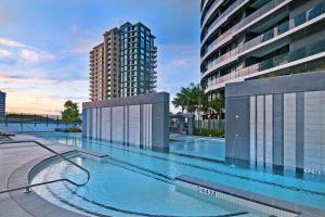 The swimming pool at or near Luxury 2 Bedroom in heart of Broadbeach