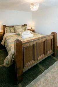 A bed or beds in a room at Strangford View Mews
