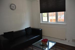 A seating area at 3 Bedroom Cottage good for London and Stansted