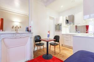 A kitchen or kitchenette at 5p Peaceful haussmann-style suite