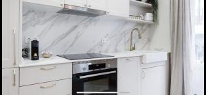 A kitchen or kitchenette at Amazing and new apartment five minutes from gran via