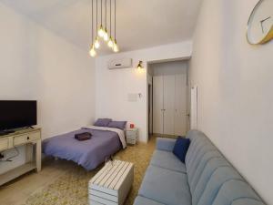 Uma área de estar em Florentine Apartment With Balcony