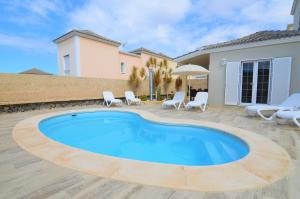 The swimming pool at or near Tenerife Holiday Villa Mariposa with Pool