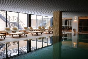 The swimming pool at or near Aparthotel Aspen