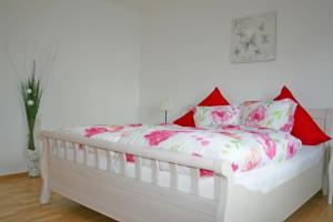 Ein Bett oder Betten in einem Zimmer der Unterkunft Ferienwohnung Klötsch