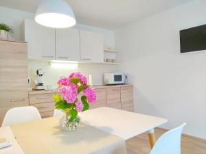 A kitchen or kitchenette at Sweet Stay