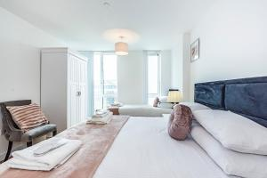 A bed or beds in a room at Mya Bracknell/Windsor Apartments