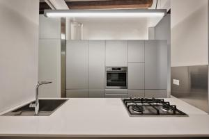 A kitchen or kitchenette at Venice Home Holidays
