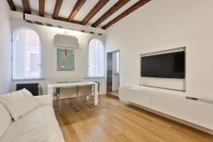 A television and/or entertainment center at Venice Home Holidays