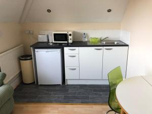 A kitchen or kitchenette at The 'HIGH' Life Margate