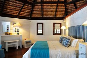 A bed or beds in a room at Romantic beachfront cottage Honeymoon
