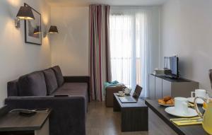 Ein Sitzbereich in der Unterkunft Odalys City Colmar La Rose d'Argent