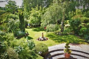 A garden outside Ferienhaus Reher