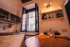 A kitchen or kitchenette at Maison Flo