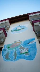 Widok na basen w obiekcie Niki Apartments lub jego pobliżu