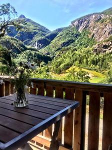 נוף הרים כללי או נוף הרים שצולם מבית הנופש