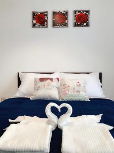 Semmelweis Panoramic Luxury Apartment 604房間的床