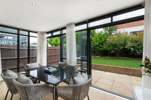 A seating area at Valentis Contractor Apartments Harlow / Stansted Airport
