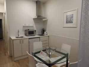 A kitchen or kitchenette at Apartamentos Atica