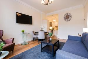 A seating area at Large 3 Bed 2 Bath near British Museum