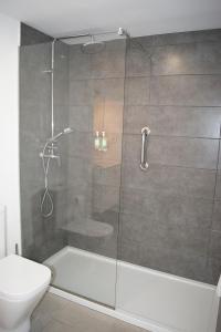 A bathroom at Marina Palace Prestige by Intercorp
